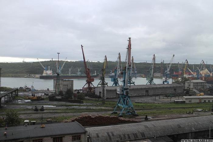 На территории морского торгового порта ванино (хабаровский край) погиб рабочий